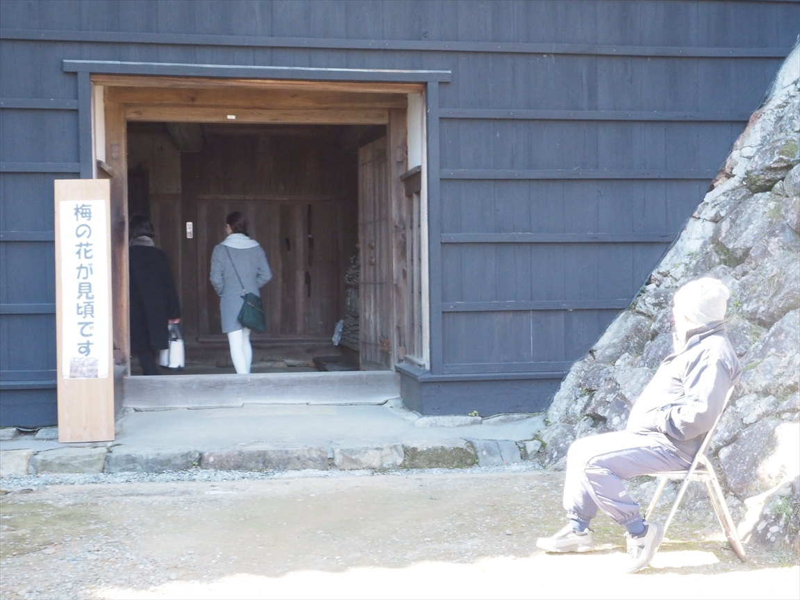 詰門をくぐり反対側へ